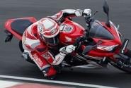 Gaya Honda CBR150R Diatas Aspal Sirkuit