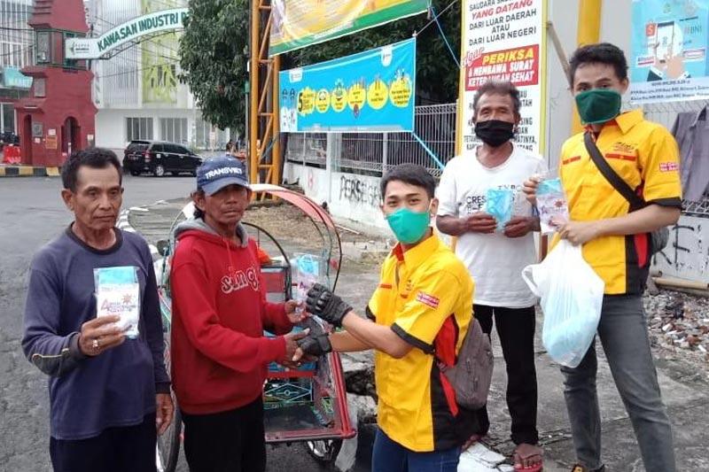 CCI Gresik Bagi-bagi Ratusan Masker Dan Hand Sanitizer