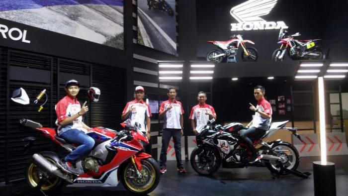 Honda CBR1000RR Fireblade dan CBR250RR Kabuki Bersanding Dengan 5 Pemuda Ini, Makin Keren